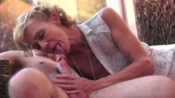 Granny is making out this incredibly delicious hole