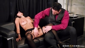 blindfolded anya ivy gets pussy moved and face kissed