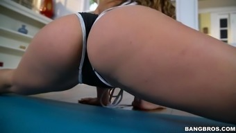 kelsi monroe demonstrates her well shaped human body doing event workouts
