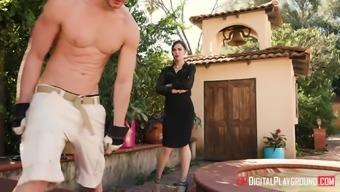 Marley Brinx seduces a garderner for getting a wonderful love-making session
