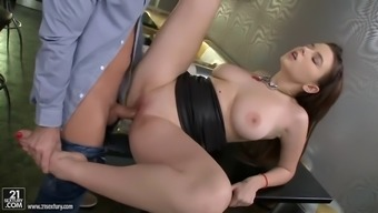 bartender take pleasure in fucking restricted winger clit of busty waitress pier visconti
