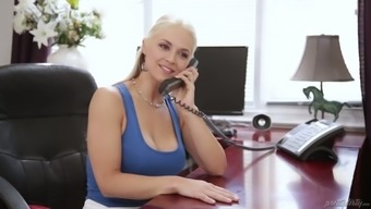 Harlot companion Sarah Vandella is cheating on the boyfriend by using one younger worker