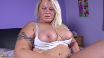 More aged fat macronutrients Dutch female dildoing her clipped cherry up until cumming