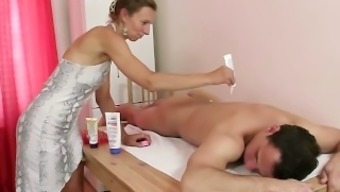 Granny masseuse gets her hairy hollow nailed