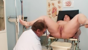 Extensive gyno exam by using naughty mature