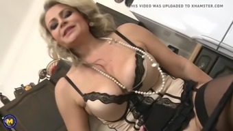 Super mothers with deflated tits and enormous pussy