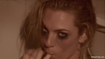 Brown gal Dahlia Atmosphere teases and masturbates while you're in the shower