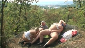 Fresh and raw Vidz moves you backyard intercourse fulfill