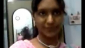 Attractive North Indian Aunty Boobs
