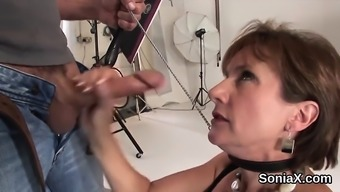Betraying uk milf woman sonia displays her intense boobies