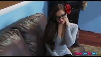 Kinky Amateur wearing eye-glasses