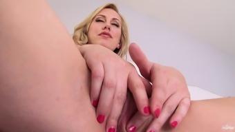Milf Independently Version Loves Masturbatory stimulation And Finger Fucks Restricted Clit