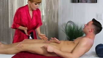 MILFie masseuse Dollars Pax wanna trip and feed customer's solid penis
