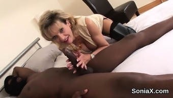 Betraying english milf woman sonia screens her substantial hooters4