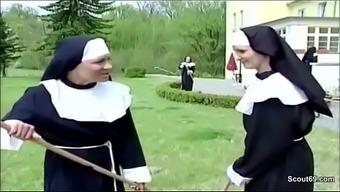 Handwerker fickt notgeile Nonne direkt im Kloster durch