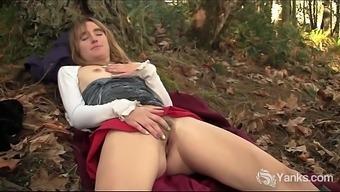 Yanks Girl Chloe Randall Masturbating Outdoors