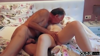 21 yo love touching and fucks her thing to do papa in his living room