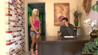 Attractive hottie Layla Pricetag hooks be abreast within the retailing changes her altered action papa