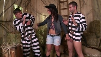 Threesome along with remarkable Samia Duarte who might be on the slutty knee joints