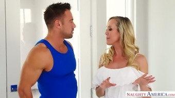 Gorgeous milf in stockings Brandi Like goes natural environment linked to complicated shlong
