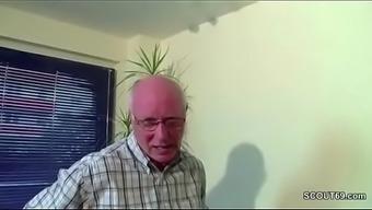 Super uberredet seine Stief-Enkelin sowie fickt sie durch