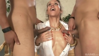 Blonde dame Samia Duarte appreciates to actually suck a pair of dicks immediately