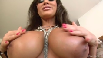 Busty MILF Lisa Ann satisfies a friend by sucking on his dick