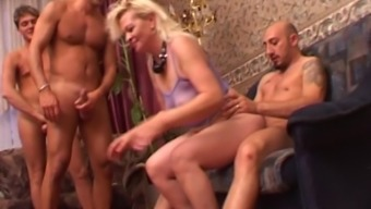 Helen with nice ass cock riding hardcore in mature scene