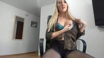 Webcam lady in pantyhose