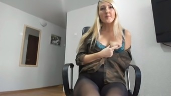 Webcam lady in pantyhose