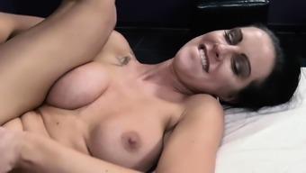 HITZEFREI German MILF Columbia Patti with in rectum threesome