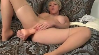 American milf Dee Williams dildos her brushed pussy