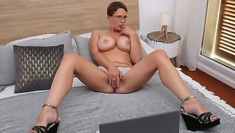 Curvy Big Breasted Nympho Playing With Her Shaved Pussy - MatureNL