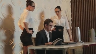Perfect workplace opposite sex relaying junk in the workplace