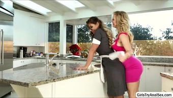 Lesbians trouncing pussy with the cooking
