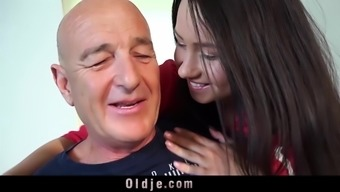Teen fucks grandpa doggy missionary finishes by using facial
