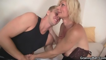 Gorgeous old blonde can take it from behind