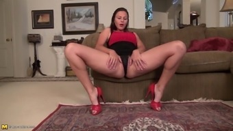 fuzzy usa grow older mum along with fine ass and pussy