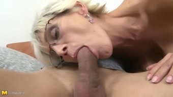Sagging tit granny's hairy clit gets creampied
