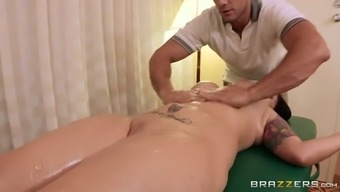 Perv masseur rubs her all wet and itchy fanny till she squirts