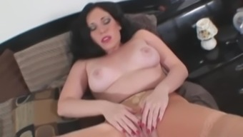 Sexy Babe Samantha Grace Rubs Pussy In Cuban Stockings!